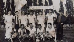 Fudbaleri FK Drine na stadionu FK Mačva 1966. godine