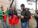 Učenici naše škole uručuju poklone vršnjacima u Rekovcu