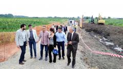 Ministar Nedimović obišao radove na rekonstrukciji i izgradnji hidrosistema za navodnjavanje Mačve