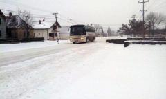Sneg i dalje pada, saobraćaj otežan