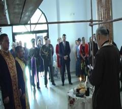 Služena sveta liturgija i položeni venci na spomenike izginulim ratnicima u Dublju