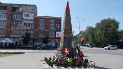 Položeni venci kraj spomenika borcima oslobodilačkih ratova